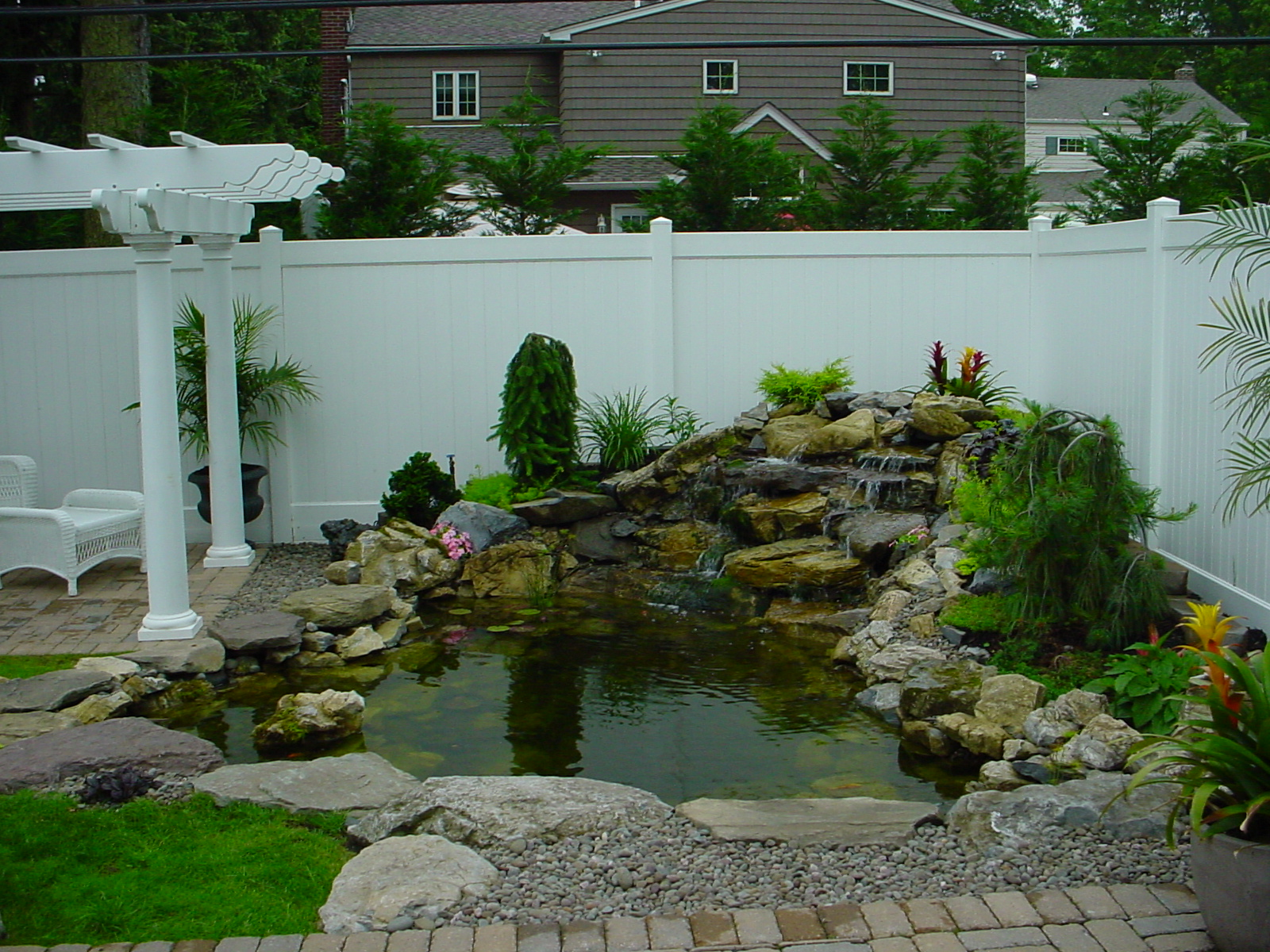 Backyard ponds be equipped home fish pond be equipped fish pond installation be equipped backyard pond landscaping