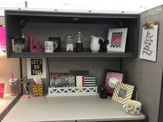 Cubicle decor you can look how to hang a picture frame on a cubicle wall you can look office cubicle christmas decor
