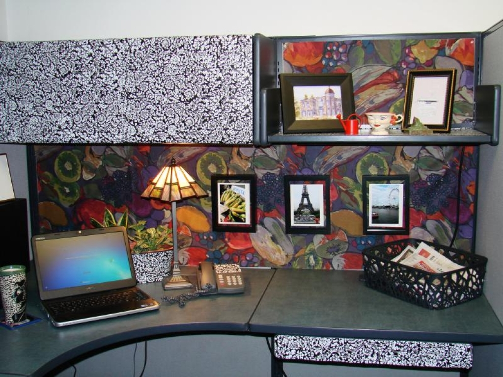 Cubicle decor you can look ideas for decorating your office at work you can look best office cubicle decoration