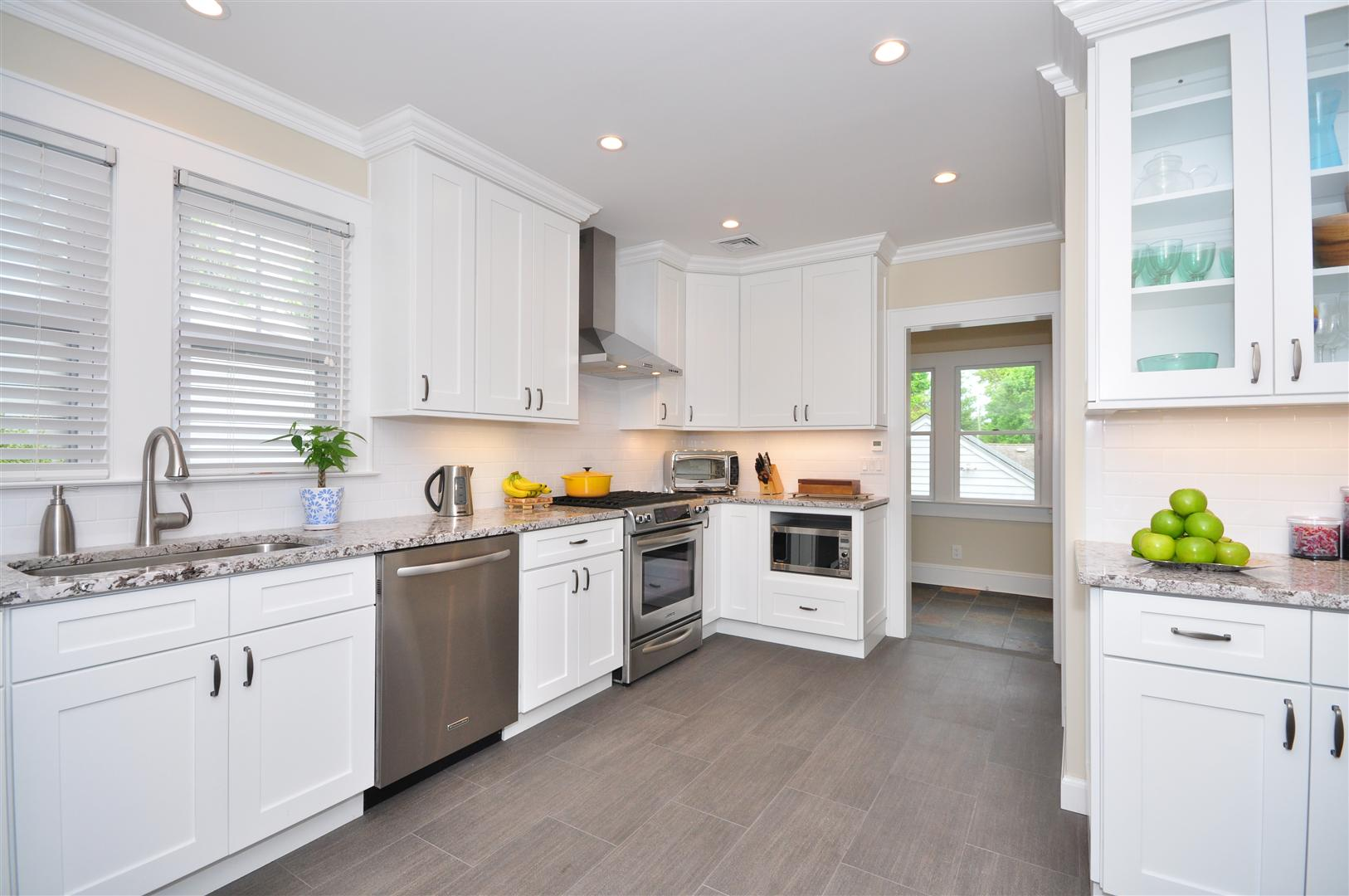 White kitchen cabinets be equipped shaker style cabinets be equipped shaker kitchen cabinets