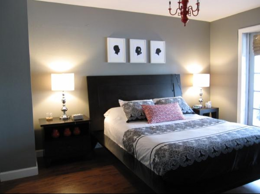 bedroomdecoratingideaswithgraywalldecorationbedroomdesignbeequippedchandeliercandlebedroom&blackbedsidetable&cooltablelamp&alsodarklaminatedflooring