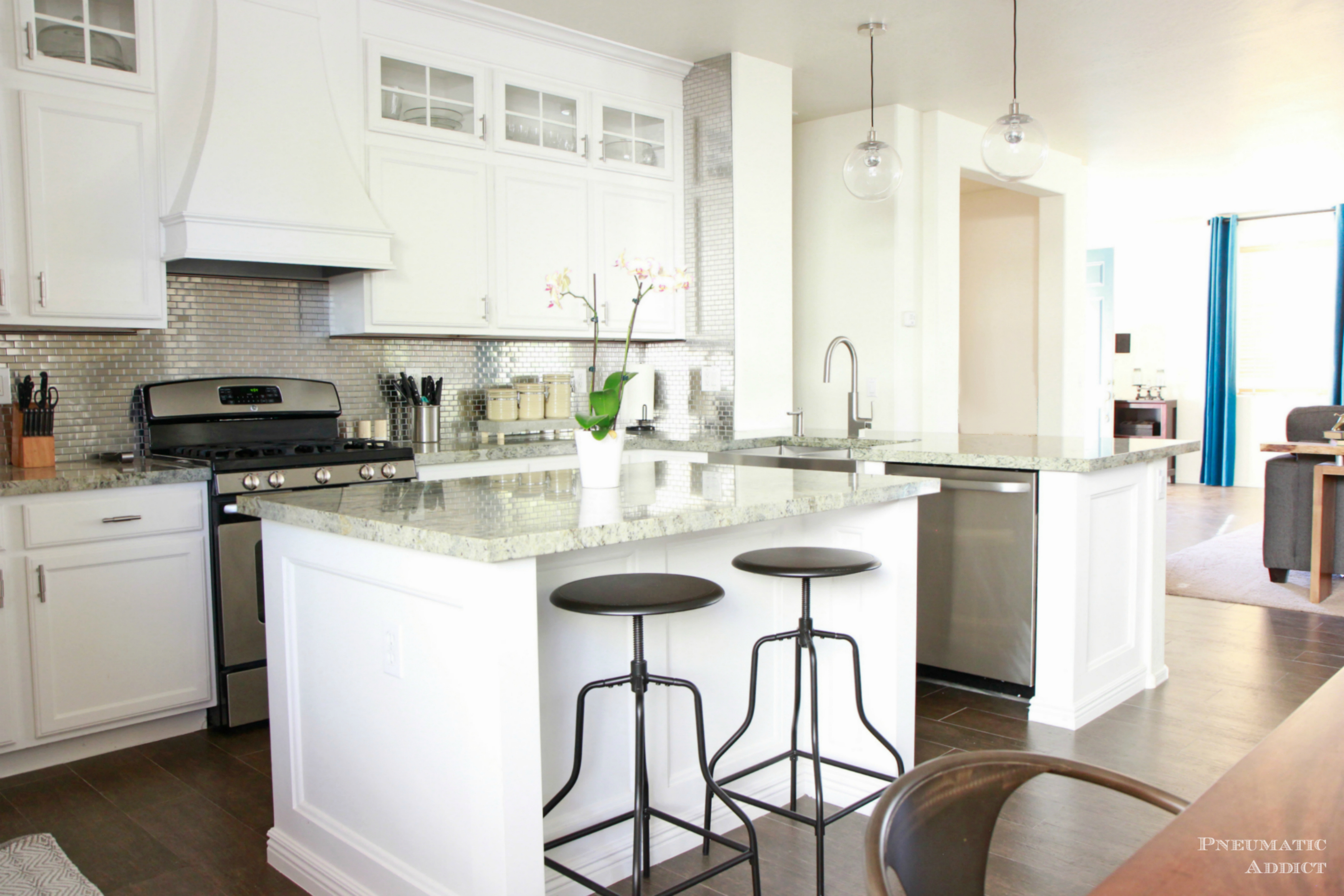 White kitchen cabinets be equipped corner wall cabinet be ...