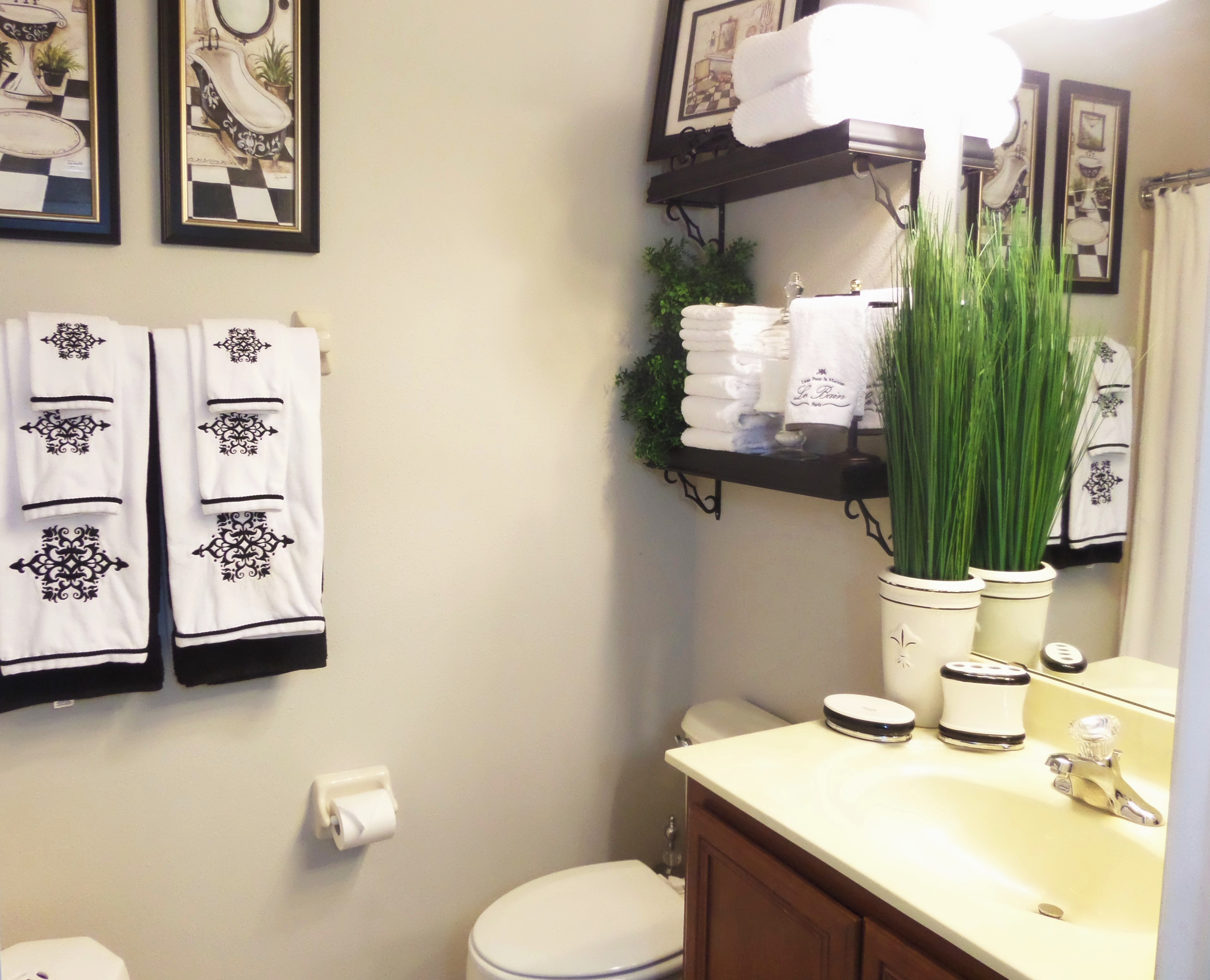 How to decorate bathroom also add ways to decorate a small bathroom also add bathroom decorating accessories and ideas also add pictures of small bathrooms