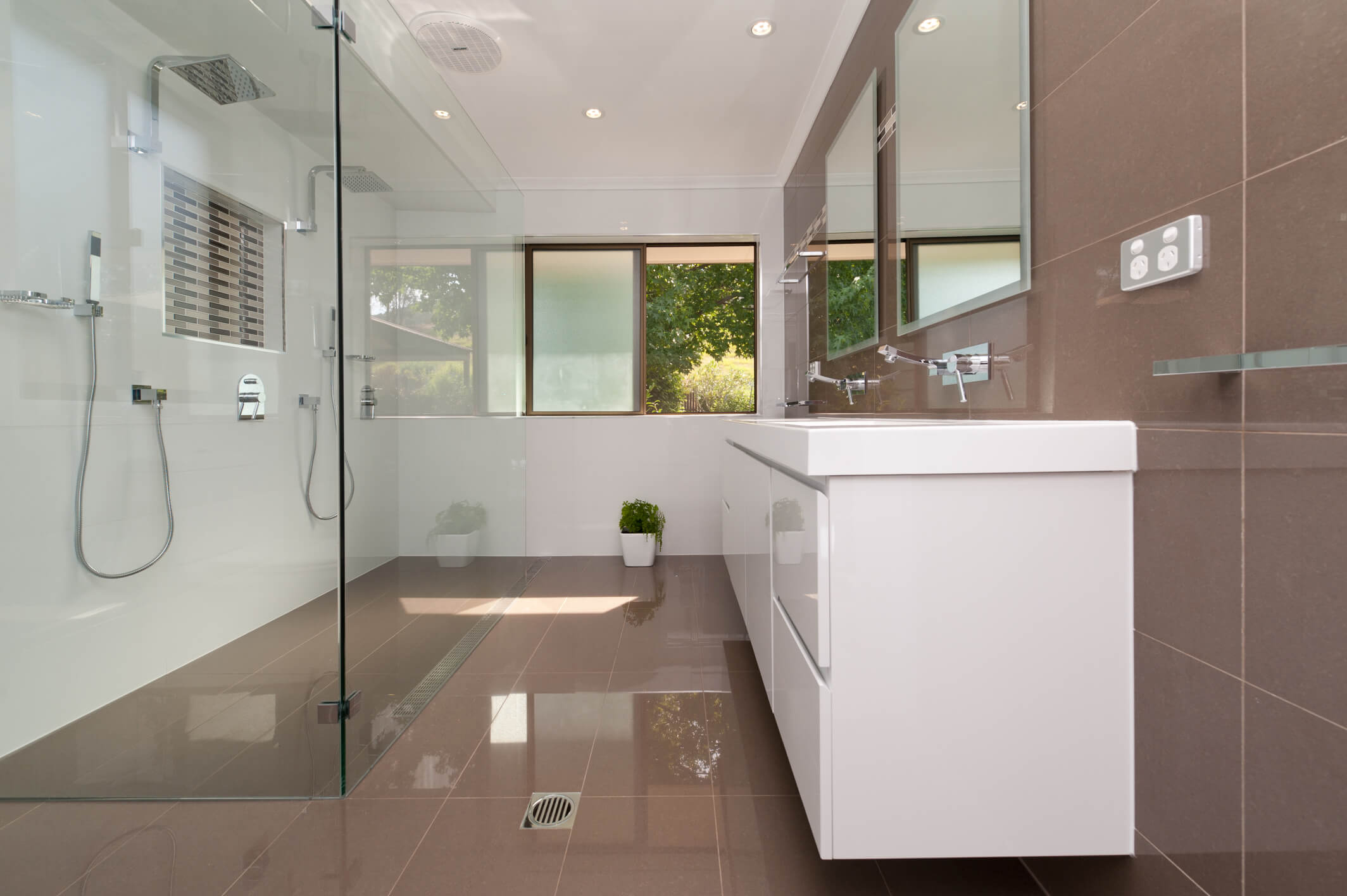 Small Bathroom Remodel Ideas Cheap Suitable With Redo ...